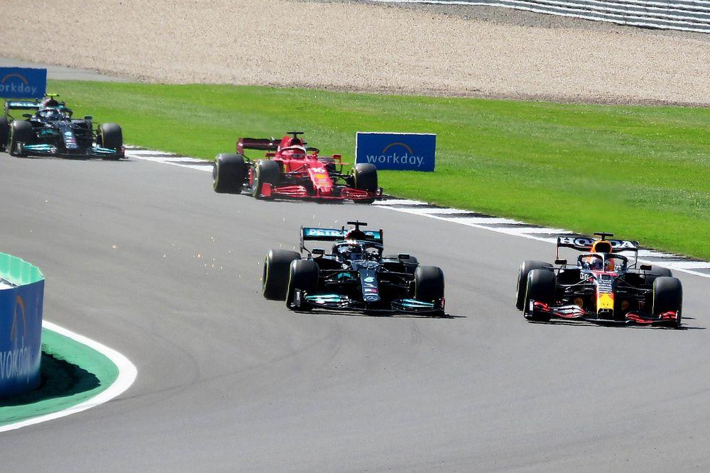 Permohonan Red Bull Tinjau Ulang Penalti Hamilton Ditolak
