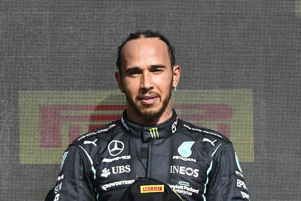 Buntut Insiden dengan Verstappen, Hamilton Jadi Korban Rasialisme Daring