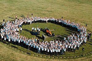 """躍進中のマクラーレンが示す""""団結""""のチカラ。ドライバー、上層部、スタッフ全てが適材適所で貢献"""