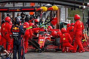 Ferrari в Спа пришлось дозаправлять машину Леклера воздухом
