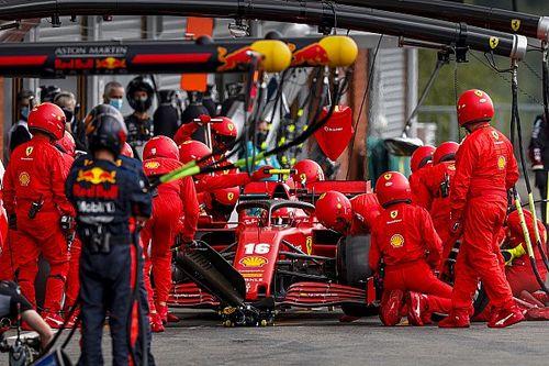 Ferrari explique les problèmes au stand de Charles Leclerc