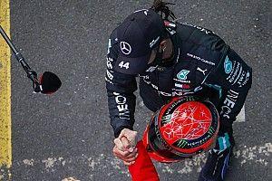 """Hamilton celebra 91ª vitória na F1 com presente de Schumacher: """"Ninguém, nem eu, imaginaria chegar neste lugar"""""""