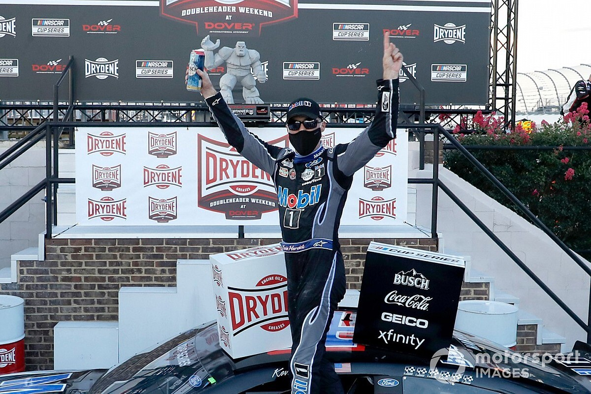 Harvick dominates in Dover Cup win, earns regular season title