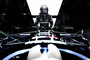 F1: Hamilton crava 99ª pole da carreira e larga na frente em Ímola