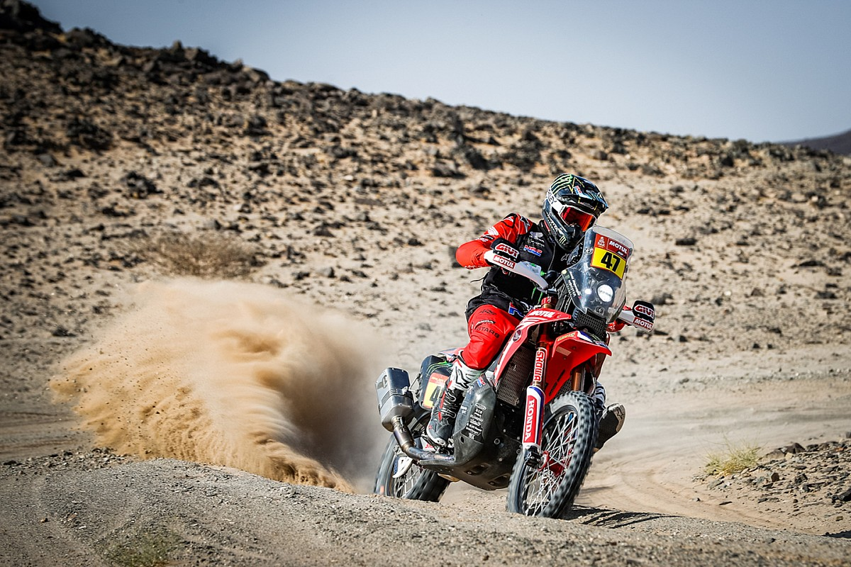 Kevin Benavides gana la Etapa 5 del Dakar 2021 a pesar de una caída