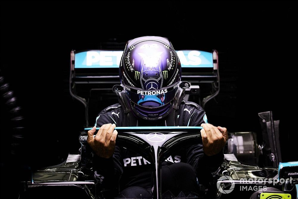 هاميلتون يُحقّق فوزه الخامس في سباق جائزة البحرين الكبرى