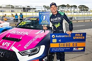 Phillip Island TCR: Mostert takes maiden pole