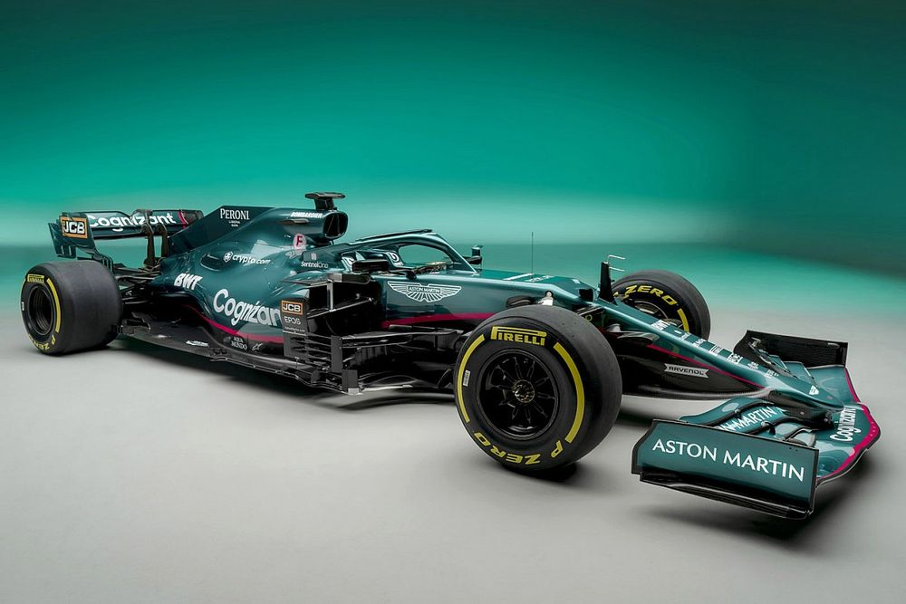 Bemutatták Vettelék új autóját, a 2021-es Aston Martint – visszatért a brit versenyzöld! (galéria)