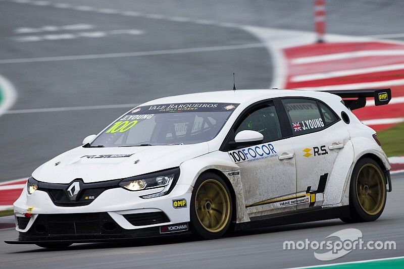 Vukovic Motorsport mischt mit dem Renault Mégane R.S. TCR in Barcelona an der Spitze mit