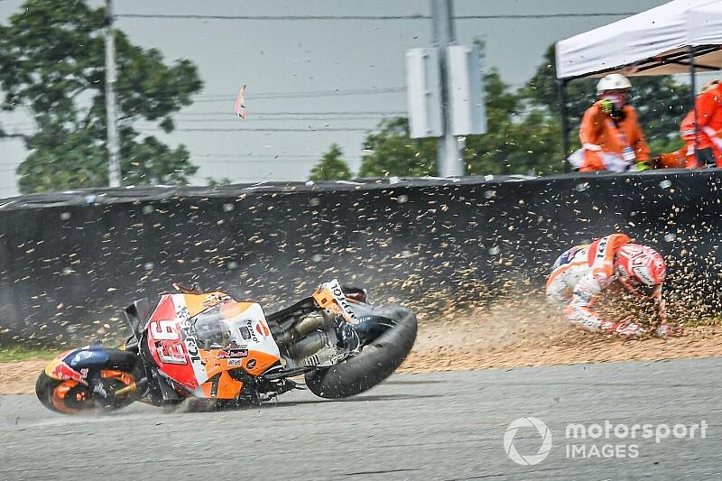Fotogallery: il terribile botto di Marquez nella FP1 di Buriram