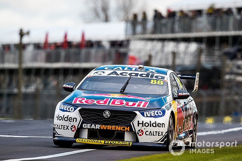 Pukekohe Supercars: Whincup tops qualifying, Reynolds crashes