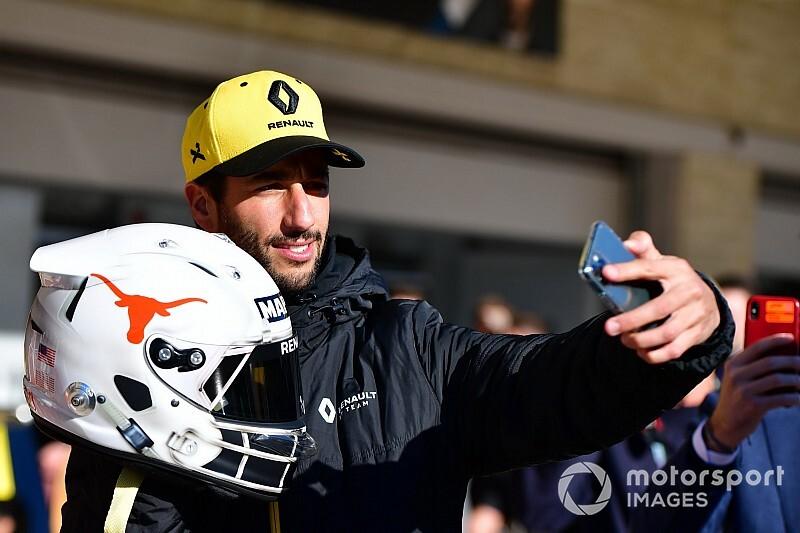 Риккардо решил не устраивать показ нового шлема. Норрис и Сайнс его не поняли