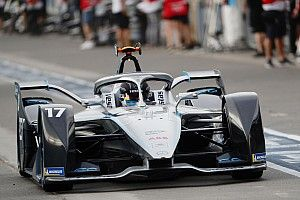 دي فريز سائق مرسيدس يشرح سبب خسارته لمنصّة تتويجه الأولى في الفورمولا إي