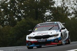 WSR BMW retains Oliphant alongside Turkington