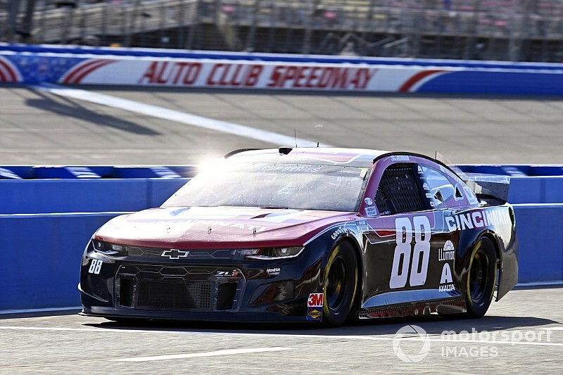 Alex Bowman tops final Cup practice; Kyle Busch tags wall