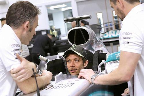 Rossi a moulé son baquet dans la Mercedes