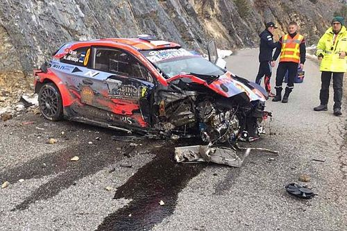 WRC: com'è ridotta la Hyundai di Tanak dopo l'incidente! (Video)