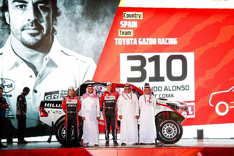 Vídeo: la presentación de Alonso en el podio de salida del Dakar 2020