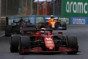 Leclerc egy faág kikerülése miatt bukta el a vezetést Hamiltonnal szemben