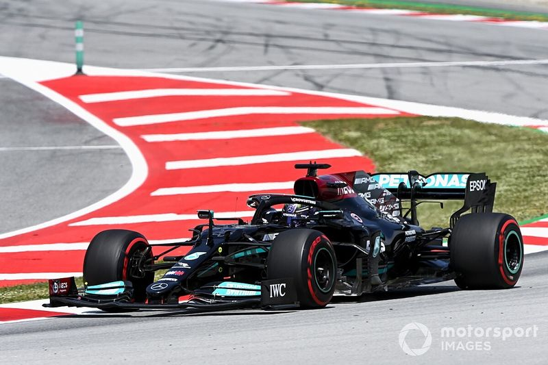 Hamilton z przodu, błąd Verstappena
