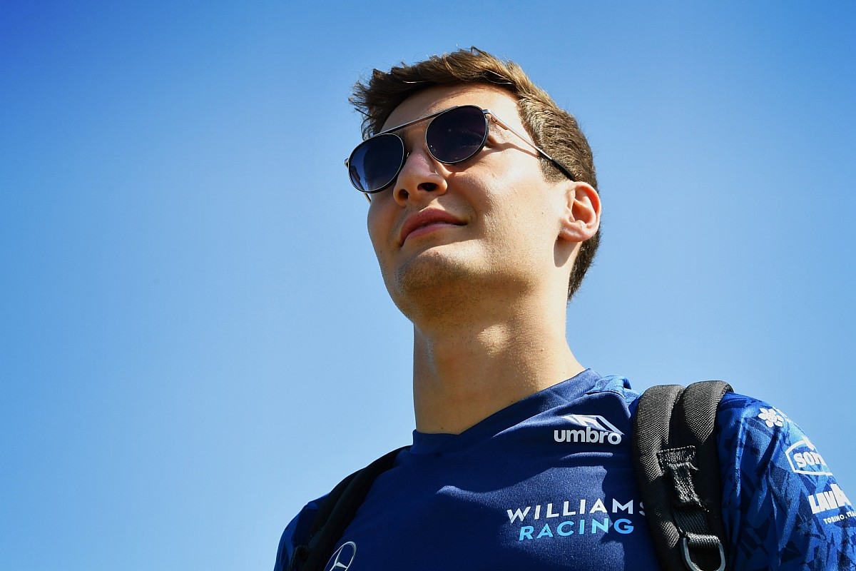 Tests Pirelli : Russell au volant de la Mercedes