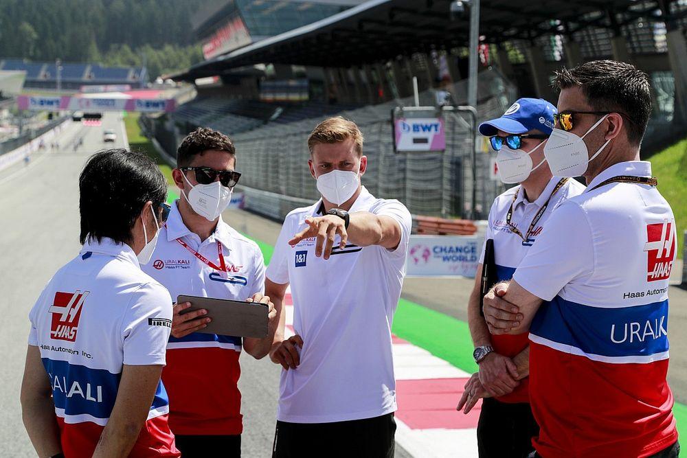 Schumacher a szezon eleje óta rossz pozícióban ül a Haasban
