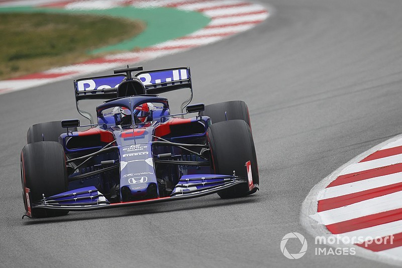 Barcelona Test Day 3: Kvyat's last-gasp effort lowers testing benchmark