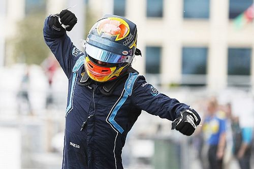 Заминка на пит-стопе Рассела позволила Элбону выиграть гонку Ф2