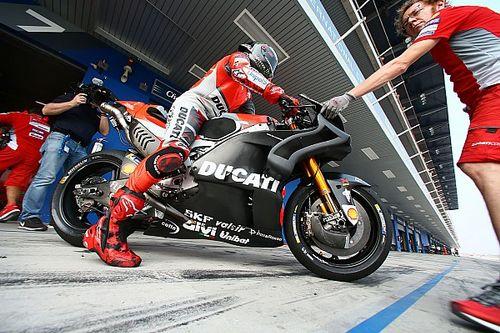 Lorenzo és Dovi már úgy is gyorsak a Ducatival, hogy annyira nem nyomják