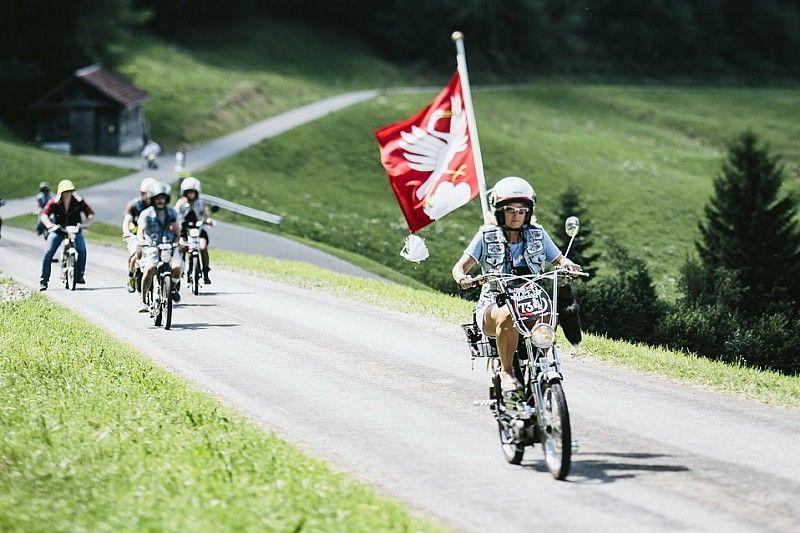 Mit 30 km/h über Alpenpässe: Die legendäre Töffli-Rundfahrt ist zurück in Sarnen