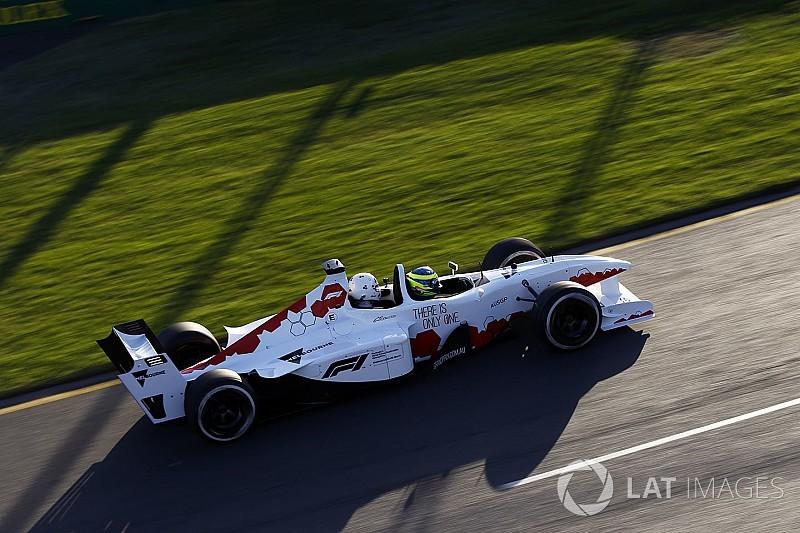 Brutális külsőt kapott az új kétüléses F1-es autó