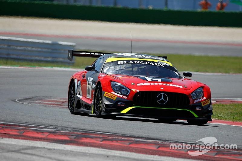 Nico Jamin porta la Mercedes del team AKKA ASP in testa nelle Libere dell'Hungaroring