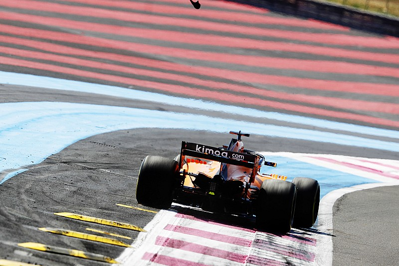 Alonso nem lát pánikot a McLarennél
