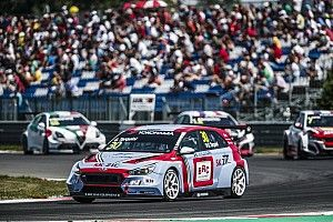 Slovakia WTCR: Tarquini retakes points lead with Race 2 win