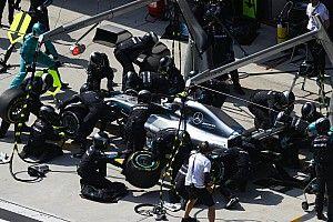 Tarolt a Mercedes a bokszban: a Ferrari csak a 7.