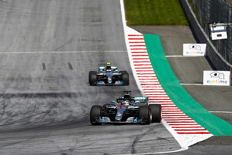 Má sorte da Mercedes incendeia campeonato da F1