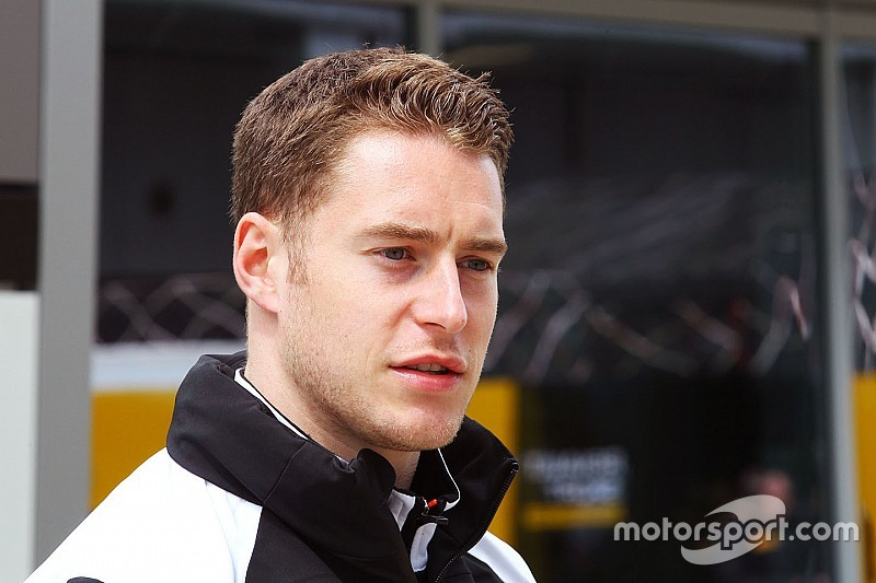 "Dennis warns rival F1 teams Vandoorne ""not for sale"""