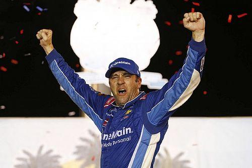 Sadler wins crash-filled Xfinity Chase opener at Kentucky