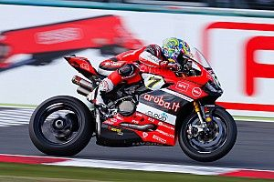 Magny-Cours WSBK: Tyre gamble delivers Davies victory