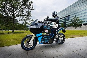 Motorrace: overig Nieuws Studententeam start 80-daagse trip met 's werelds eerste elektrische toermotor