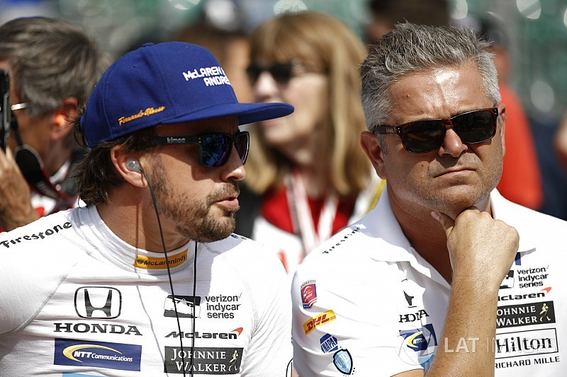 "De Ferran rejoins McLaren amid IndyCar project ""review"""