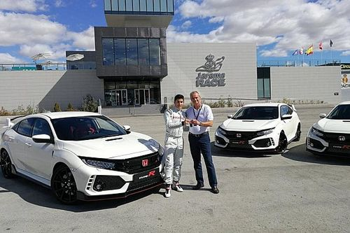 Video: Márquez, Pedrosa y Bou reciben el nuevo Type R
