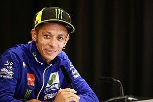"""Médico da MotoGP se diz """"perplexo"""" com recuperação de Rossi"""