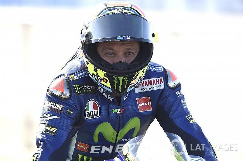 Rossi se lesiona practicando enduro y se fractura la tibia y el peroné