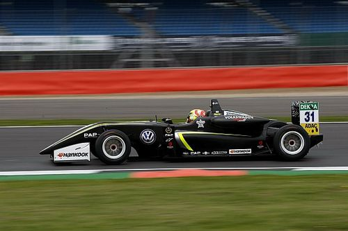 Silverstone F3: McLaren's Norris tops first qualifying by 0.006s