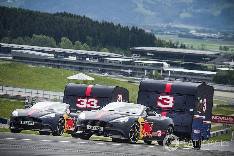 Vídeo: Verstappen y Ricciardo, duelo de caravanas