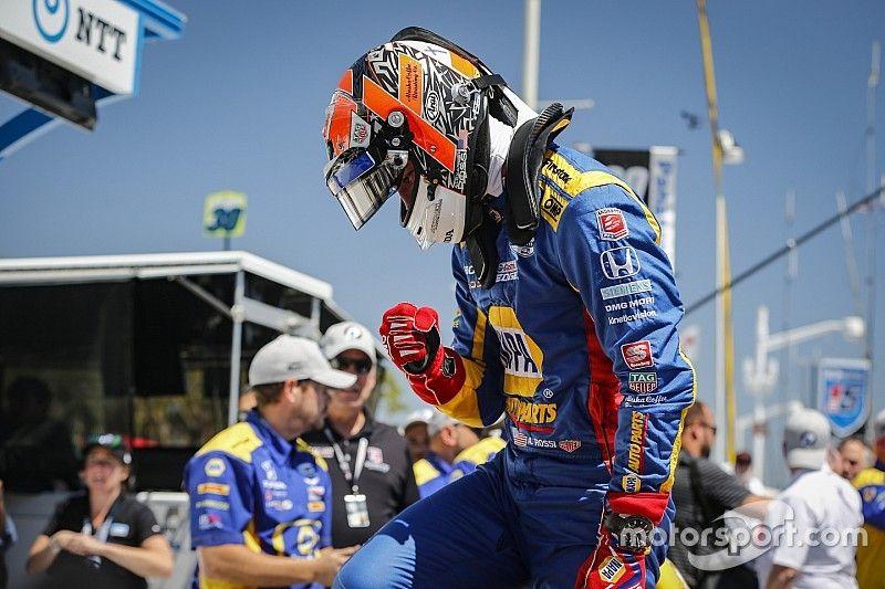 Rossi domina y gana en Long Beach; O'Ward finaliza en 12