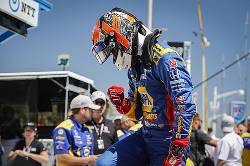 Rossi domina y gana en Long Beach; O'Ward finaliza en 12