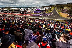 Supercars given extension for new Bathurst event proposal