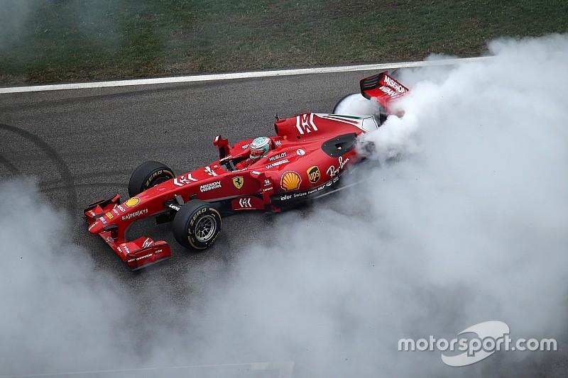 Hatalmas F1-es Ferrari-show: csodálatos képek és videók Monzából